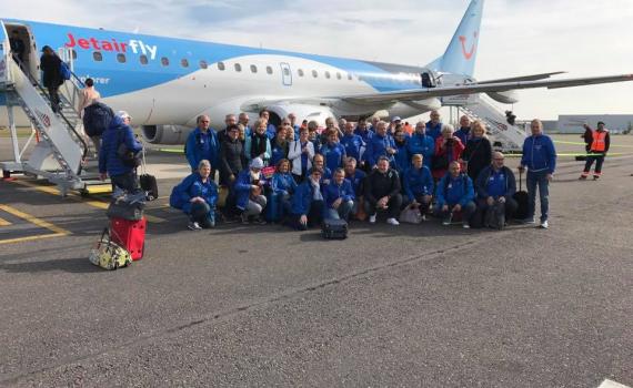 Op het vliegveld van Deurne: De Antwerp Athletics zijn klaar voor Palma de Mallorca.